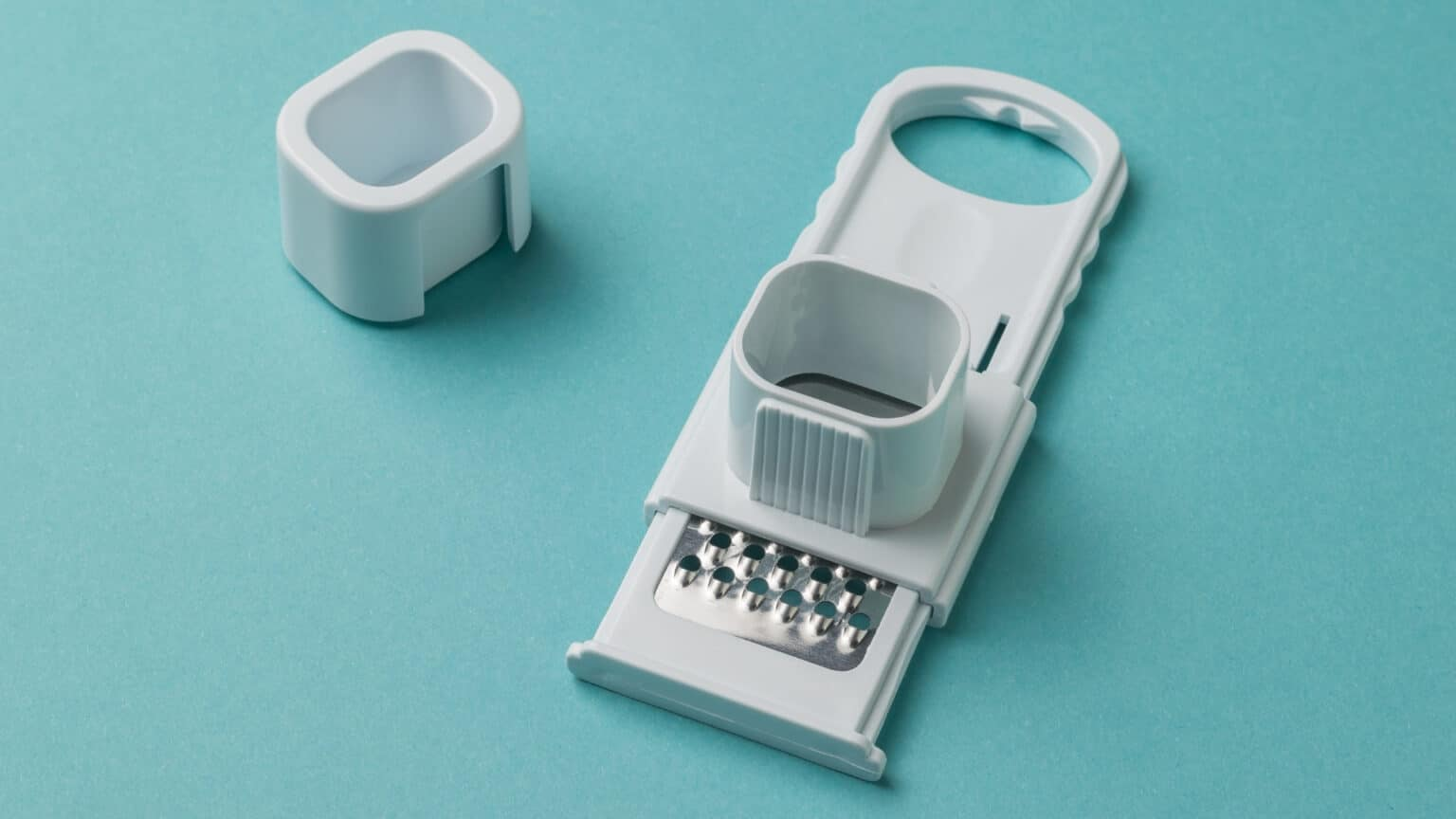 Safe Grater With Hand Protection